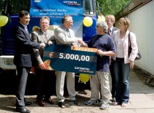 GASAG-Spende für Bus-Stop